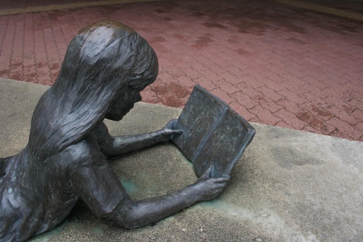Reading Children - Image 21