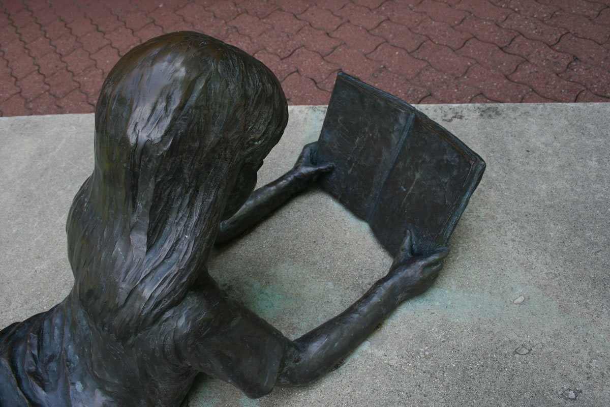 Reading Children - Image 3